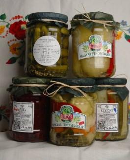 Csemege uborka, káposztával tröltött almapaprika890, cékla610,almapaprika610, karfiol600, csalamádé610,